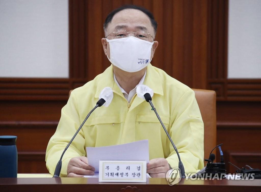 """홍남기 """"캐시백 사용처 넓게 인정…비대면 소비도 지원""""(종합)"""