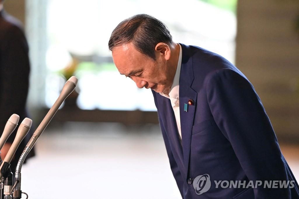 日스가 '초라한' 취임 1년…코로나·불통 정치에 곧 퇴장