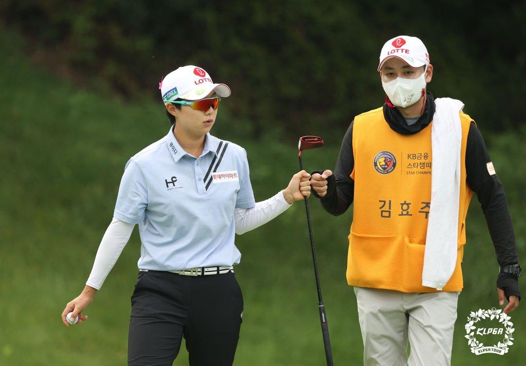 김효주·장하나 등 KB금융 스타챔피언십 첫날 공동 선두