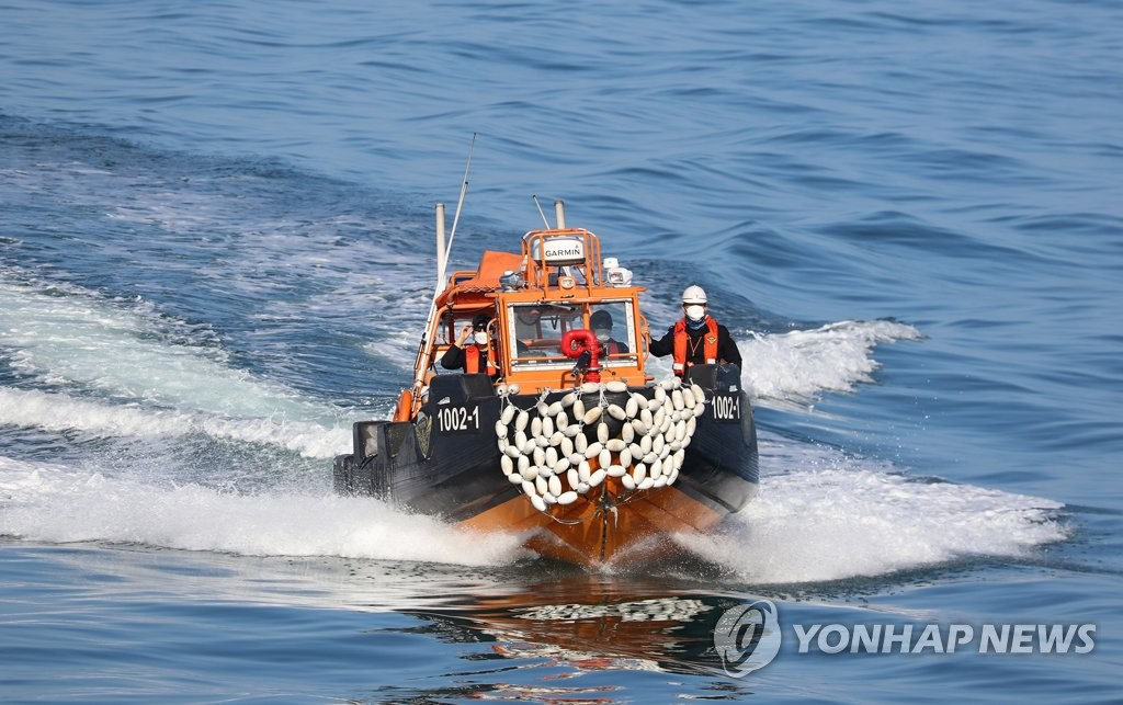 """소청도 함정서 해양경찰관 실종 1주일째…""""단서 못 찾아""""(종합)"""