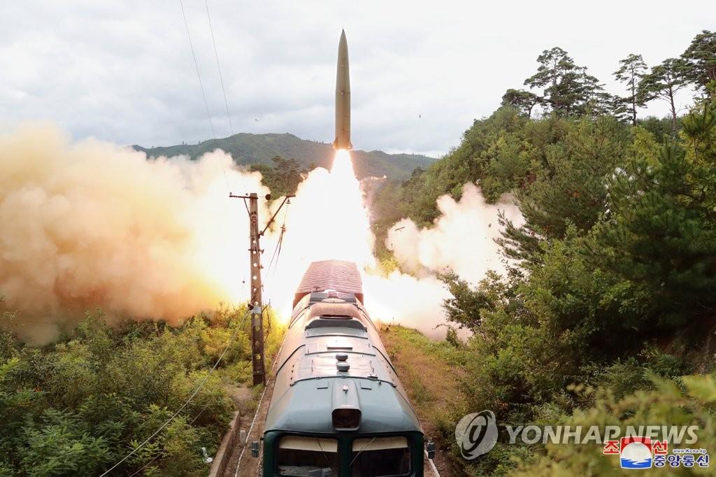 北 미사일 발사에 일본서 '적기지 공격력 보유' 목소리 커져