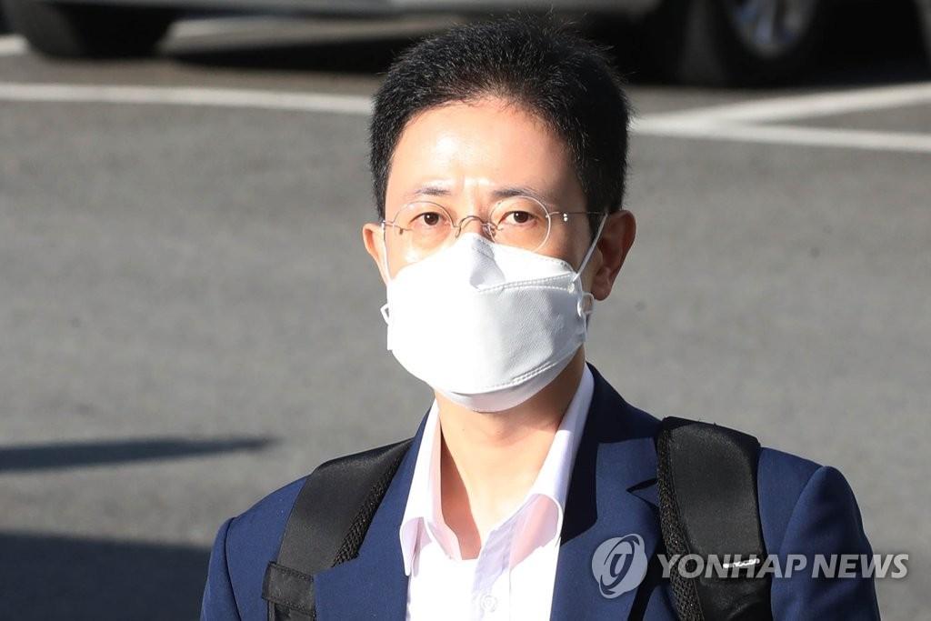 '고발 사주' 의혹 손준성, 윤석열 측근?…공방 가열