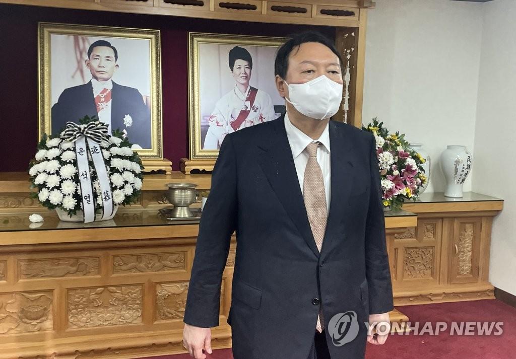 """윤석열, 洪 '조국수사 과잉'  반박…""""통상적 기준 따랐다"""""""