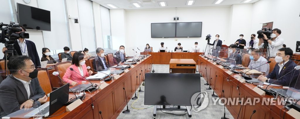 """언론법 공회전…與 """"손배액 5→3배 완화"""" 野 """"완전 삭제하라"""""""
