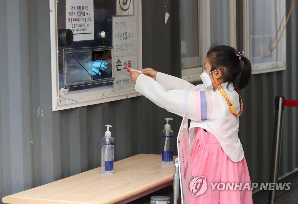 오늘 1700명 안팎…연일 '요일 최다' 기록속 전국 재확산 우려