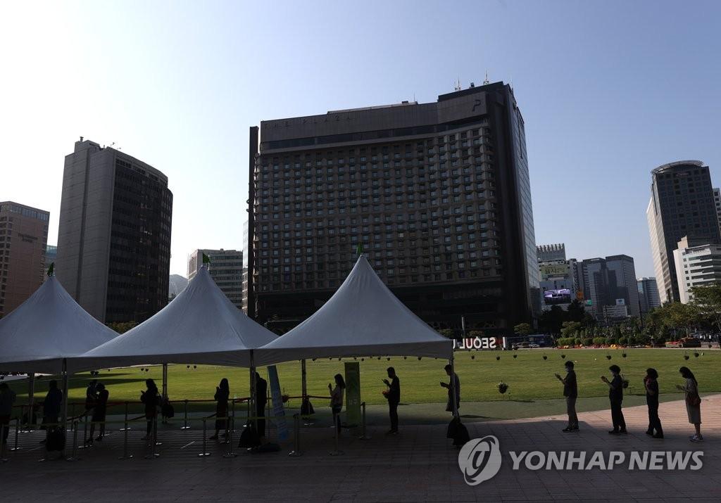 서울 어제 검사 11만명…오늘 확진 1천명대 가능성(종합)