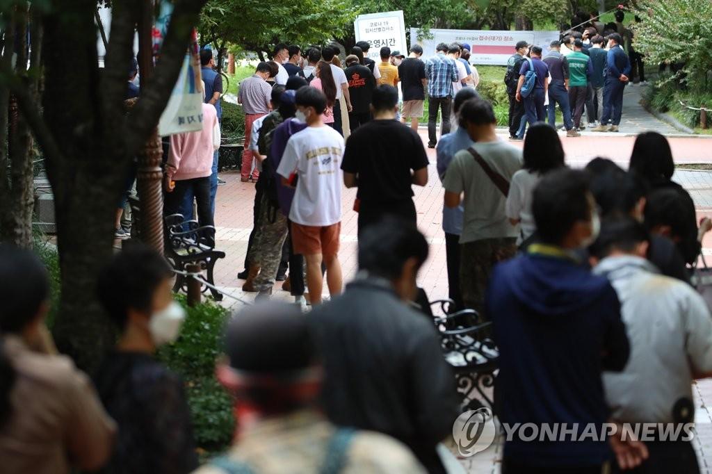 '결국 3천명 돌파'…확진자 폭증에 자영업자 한숨·지자체 긴장