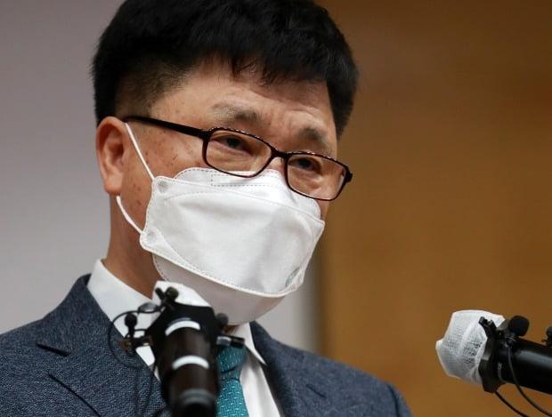 조국 딸 의전원 입학취소 결정 발표하는 부산대 박홍원 부총장 (사진=연합뉴스)