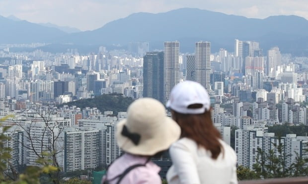 서울 중구 남산에서 바라본 성동구 아파트 일대 전경. /연합뉴스
