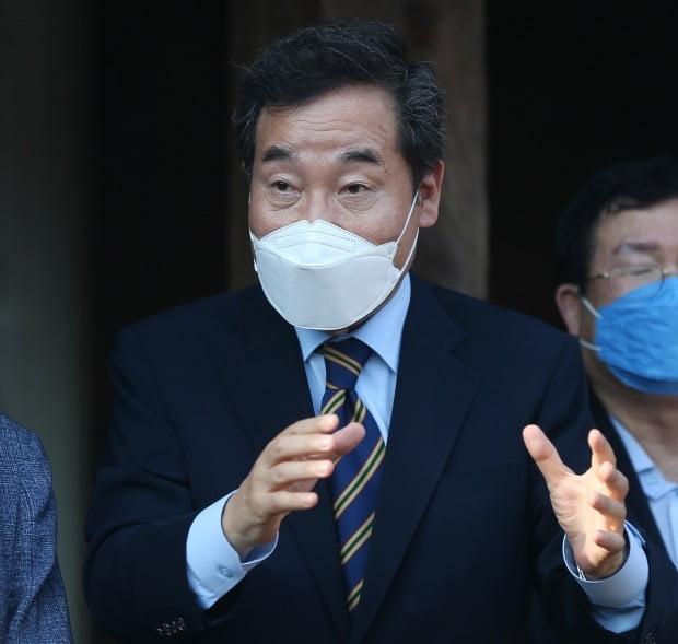 더불어민주당 대권주자인 이낙연 전 대표가 지난 23일 오후 울산시 북구 박상진 의사 생가를 방문해 발언하고 있다. 사진=연합뉴스