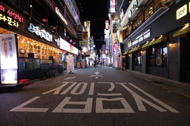 첫 2000명대 확진자가 발생했던 지난달 11일 한산해진 서울 종로구 번화가 일대. / 사진=뉴스1
