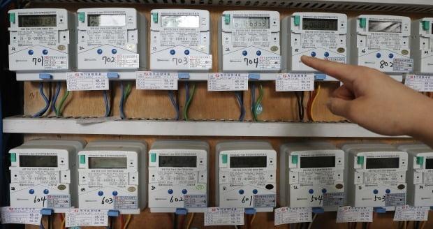 전기료 8년 만에 전격 인상 …한전 2%대 강세