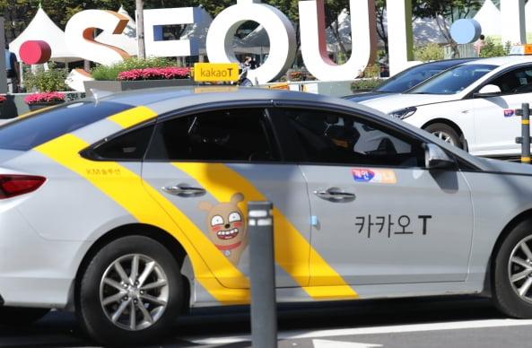 서울 시내를 운행 중인 카카오택시 [사진=연합뉴스]