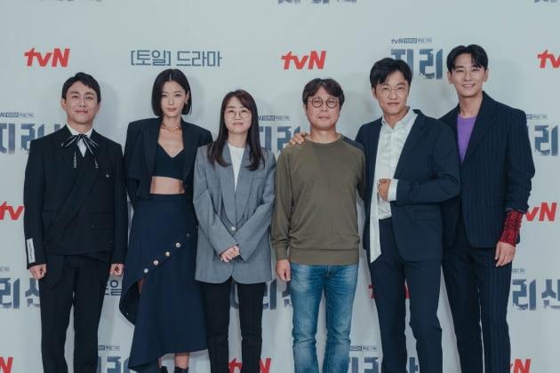 '지리산' 출연진과 제작진/사진=tvN