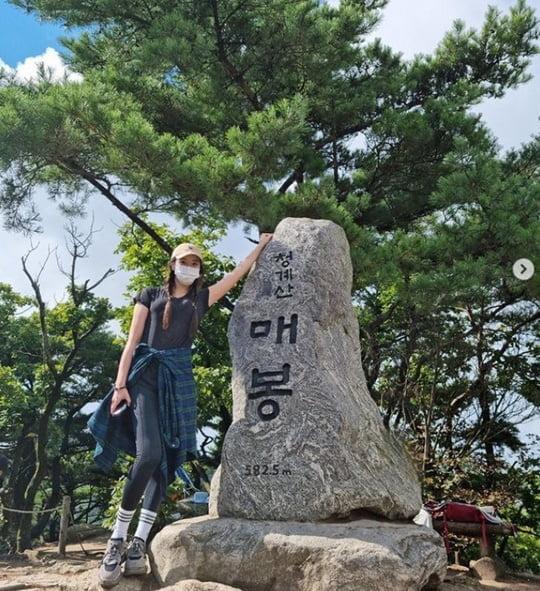 정유미, ♥강타와 등산 데이트?…군살 제로 우월한 레깅스 핏 [TEN★]