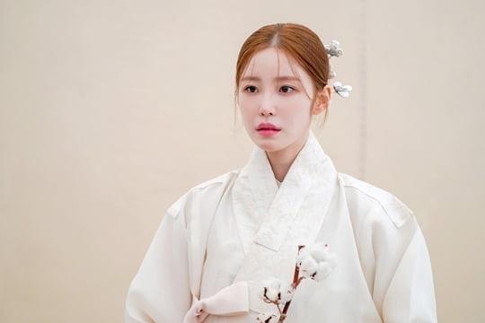 전효성, 한복의 날 기념해 한복 화보 비하인드 공개…고혹스러운 자태