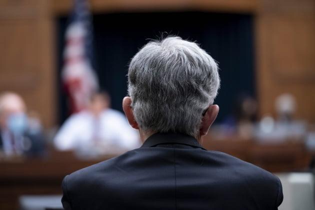 (사진) 제롬 파월 미국 Fed 의장이 9월 30일 워싱턴 DC 국회의사당에서 열린 하원 금융위원회 청문회에 출석해 증언하고 있다. /EPA 연합뉴스