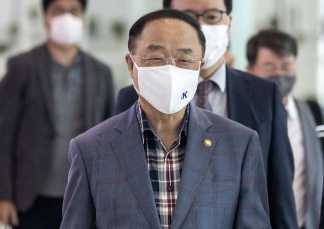 홍남기, G20 회의·한국경제설명회 참석차 출국
