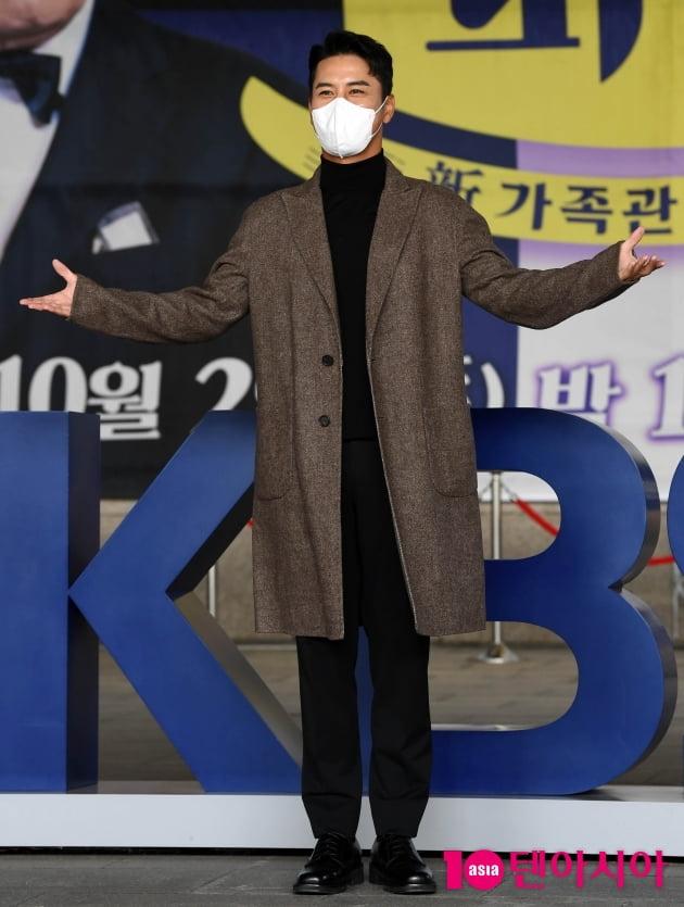 [TEN 포토] 장민호 '新가족관계증명서 갓파더 기대해주세요'