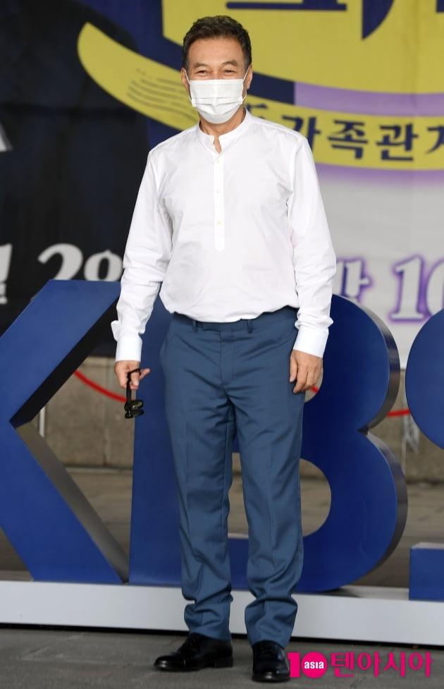 [TEN 포토] 김갑수 '2일 갓파더와 함께'