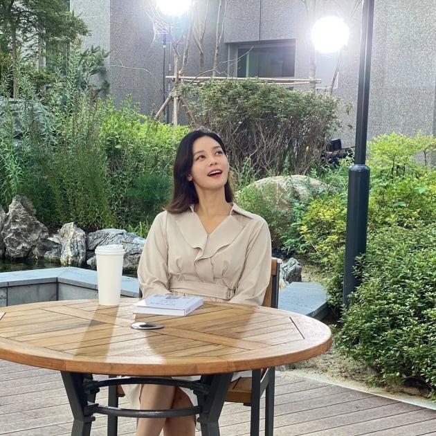 '라이머♥' 안현모, '내집마련'이 관심사인 시대에 대단지 아파트서 우아한 산책 [TEN★]