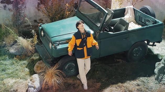 미모가 절경' 방탄소년단 지민, 가을 닮은 순수 동안美 익스플로어 컬렉션도 찰떡