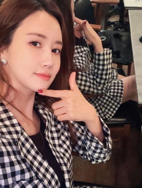 '세븐♥' 이다해, 티아라 효민 선물 빛낸 美친 몸매  [TEN★]