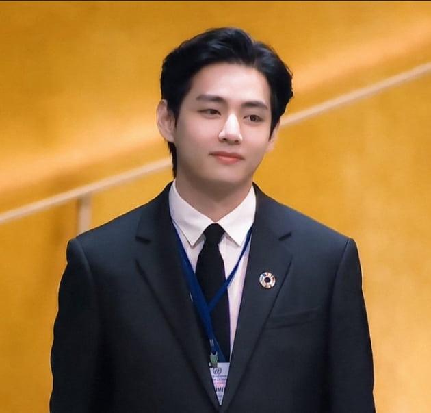 방탄소년단 뷔, K콘텐츠 글로벌 확산의 주역…자작곡 'Sweet Night' 트위터 키워드 장악