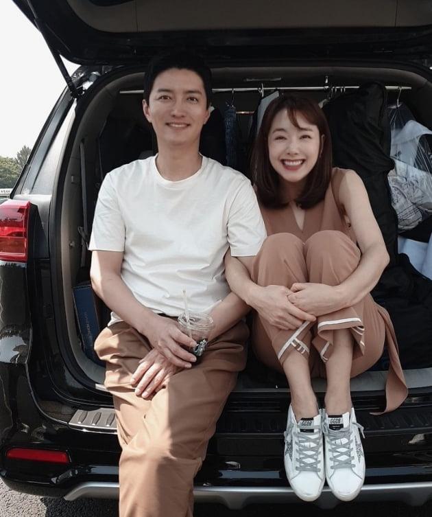 """'인교진♥' 소이현, """"부부 된 지 8년"""" 결혼기념일 자축…결혼식→두 딸과의 일상 '행복' [TEN★]"""