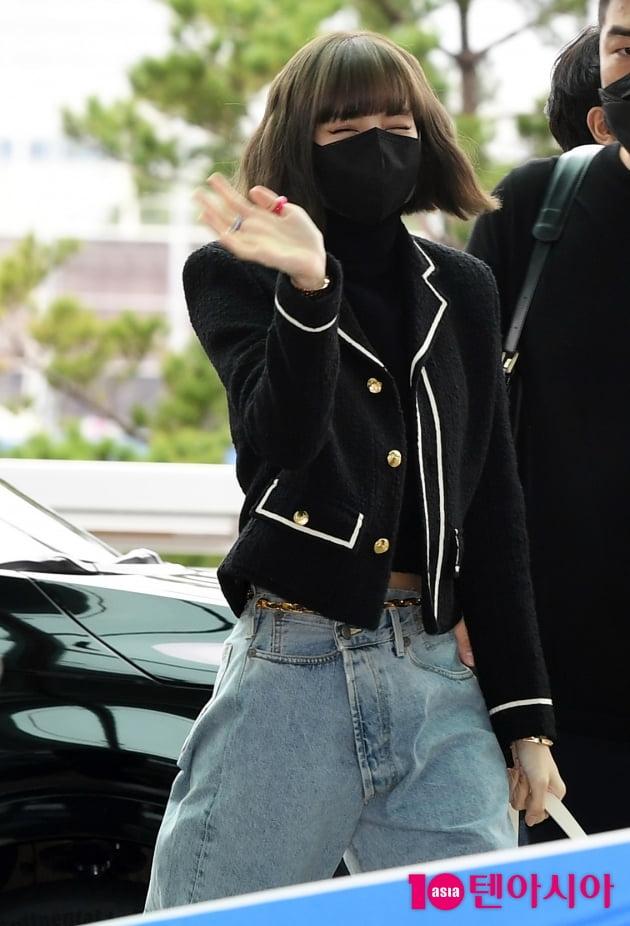 [TEN 포토] 블랙핑크 리사 '파리 패션위크 다녀올께요'