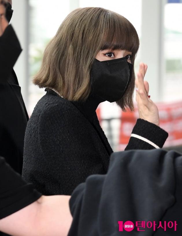 [TEN 포토] 블랙핑크 리사 '심쿵 눈맞춤'
