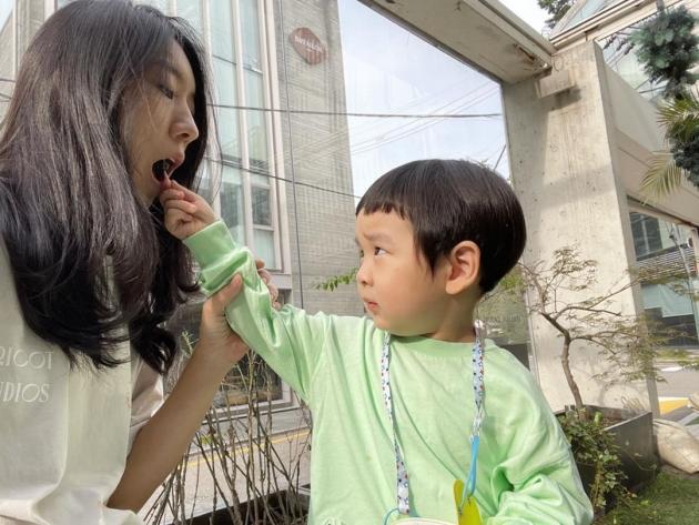 """'이필모♥' 서수연, 청담 명품거리서 고양이놀이 하는 아들에 """"냐옹이 낳은 건 아냐"""" [TEN★]"""