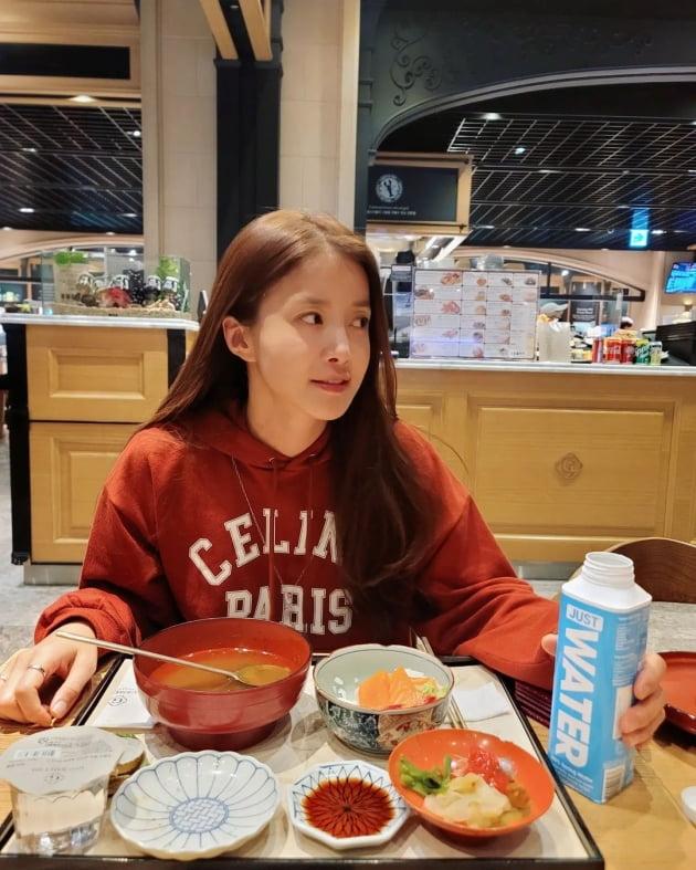 '외식사업가♥' 이시영, 명품C사 후드티 입고 고급식재료 성게에 '하트 눈' [TEN★]