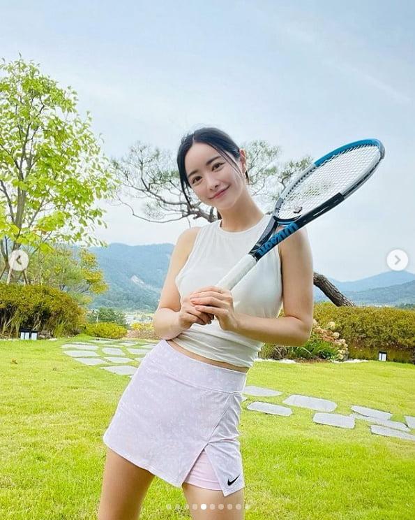홍수아, 테니스도 별장에서 즐기네...클라스가 다른 대륙여신[TEN★]