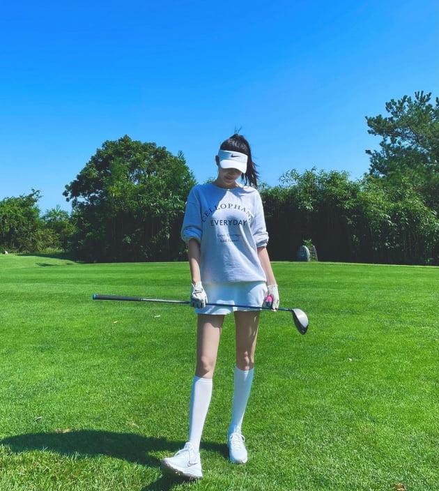 '김영임 며느리' 김윤지, 결혼하더니 여유롭게 골프…♥남편과 라운딩 데이트? [TEN★]