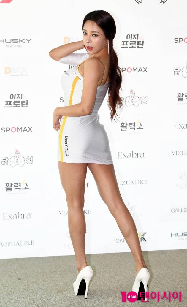 [TEN 포토] 레이싱모델 여시연 '숨막히는 뒤태'
