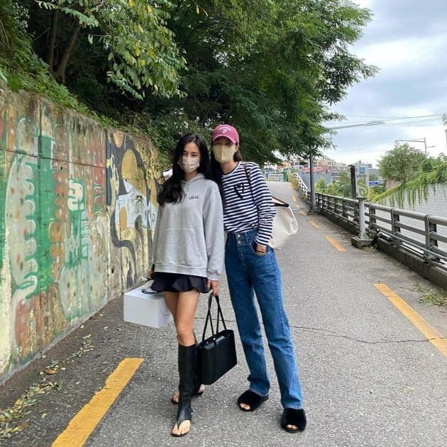 """'정조국♥' 김성은, 여왕이 따로 없네…왕관 케이크 선물 받고 """"신남"""" [TEN★]"""