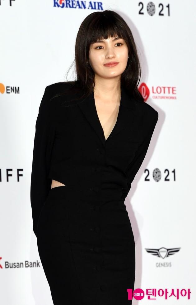 [TEN 포토] 김용지 '섹시한 허리 절개'(BIFF)
