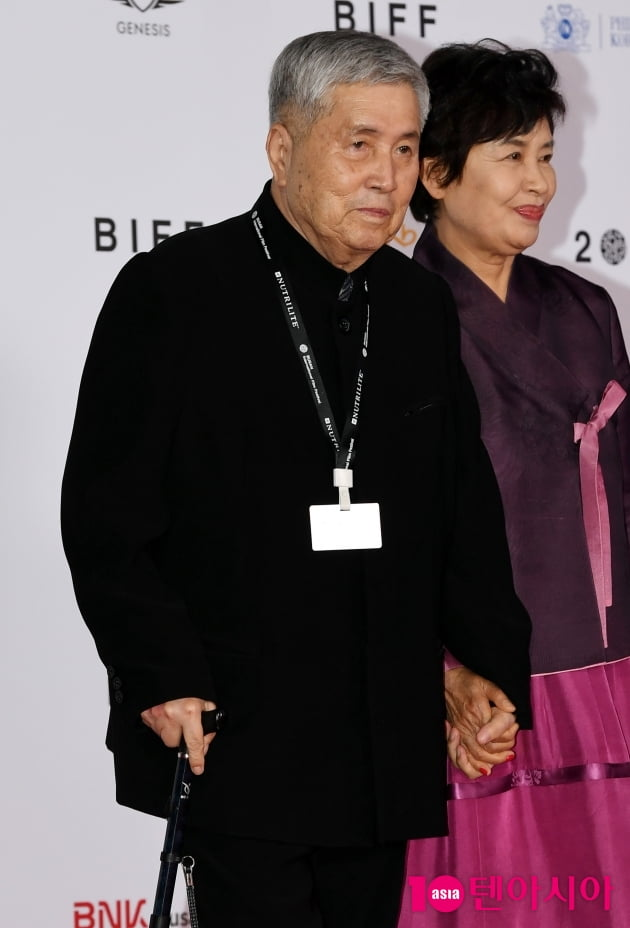 [TEN 포토] 임권택 감독 '올해의 아시아영화인상 수상'(BIFF)