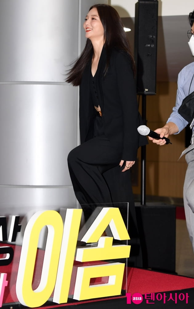 [TEN 포토] 이솜 '군살없는 복근'(부일영화상)