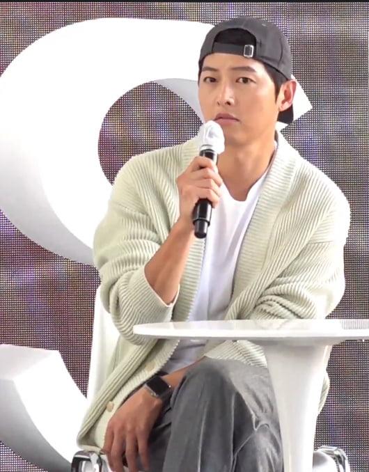 배우 송중기./ 사진=네이버 나우 방송화면 캡처.