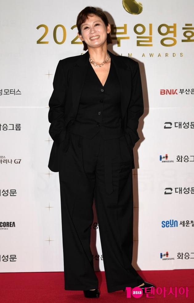[TEN 포토] 김선영 '멋스러운 오버핏 수트'
