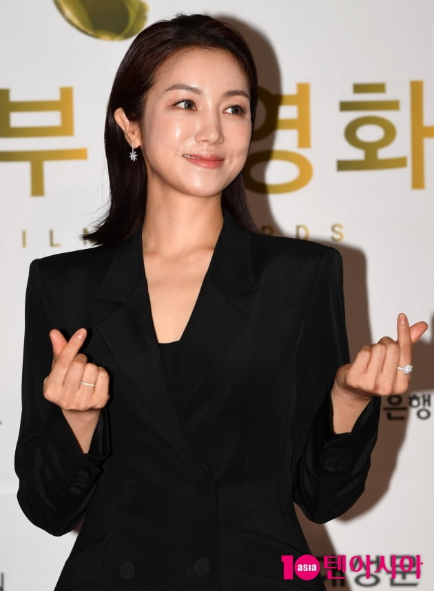 [TEN 포토] 김옥빈 '미모 만큼 아름다운 하트'