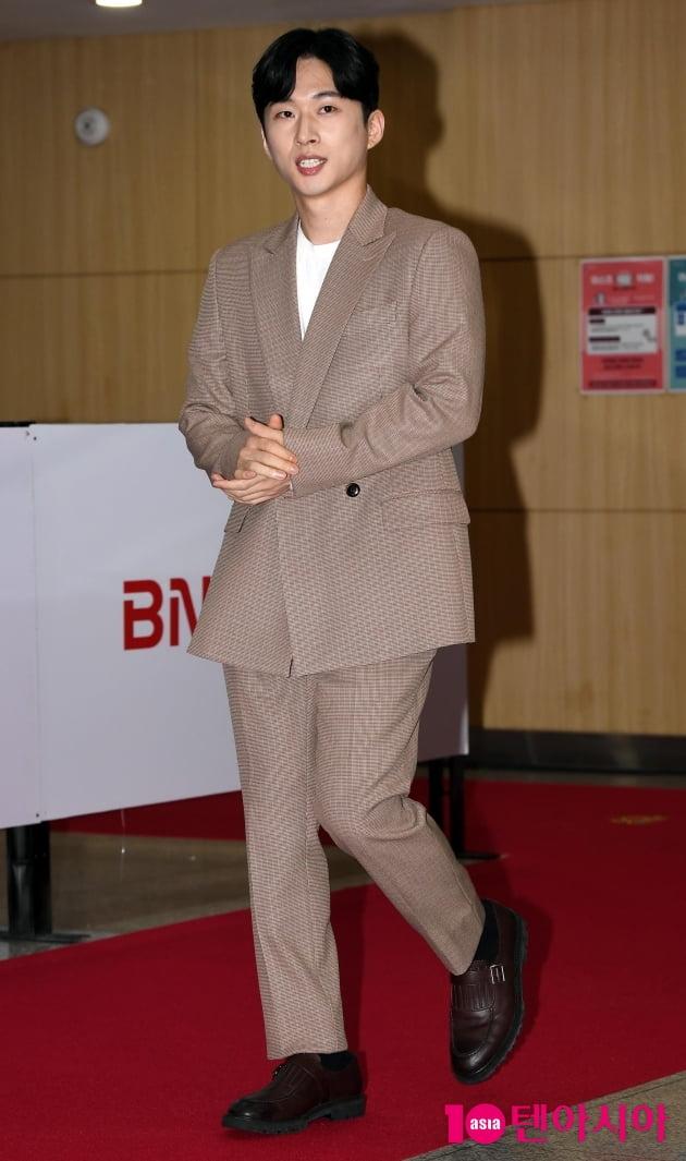 [TEN 포토] 김대건 '멋져진 모습으로 등장'