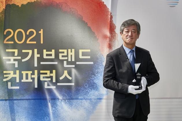 봉준호·부산국제영화제, 2021 국가브랜드대상 문화부문 수상