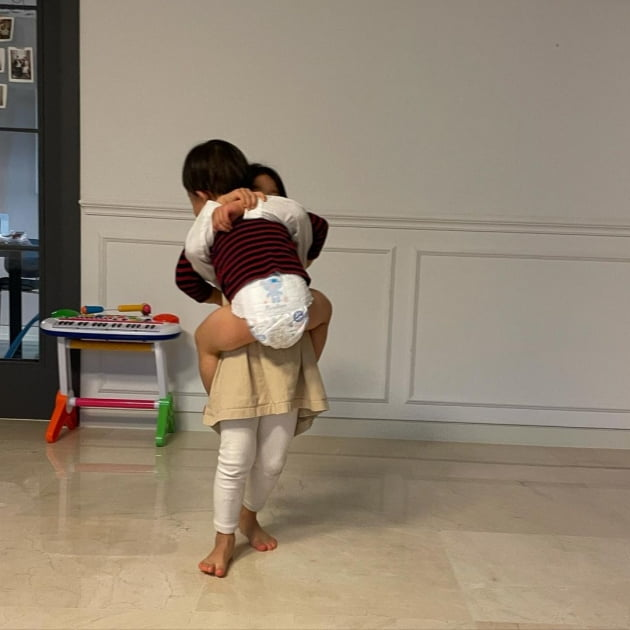 "'49kg' 김성은 ""3kg밖에 차이 안 나""…다이어트 저절로 될 것 같은 극한 육아 [TEN★]"
