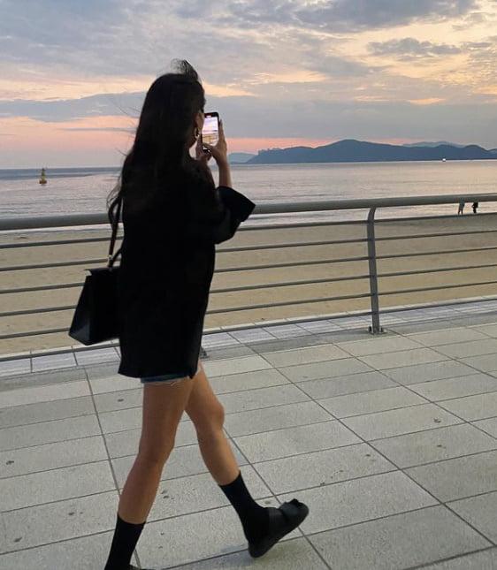 '170cm·53kg' 오윤아, 부산에서 각선미 자랑 '여유' [TEN★]