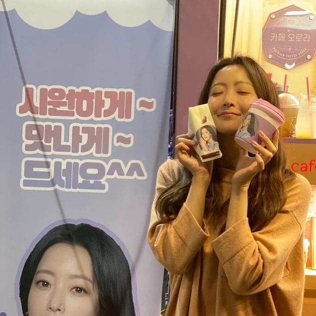 배우 김희선/ 사진=인스타그램 캡처