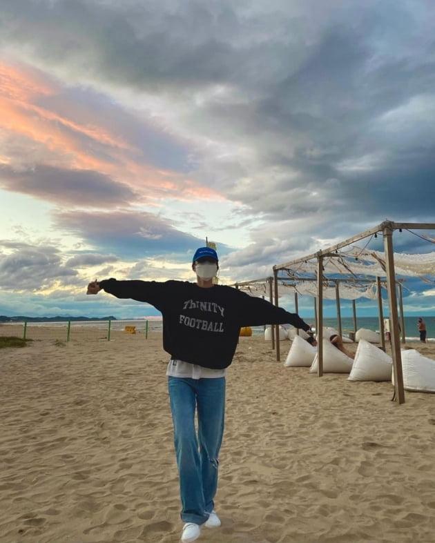"""'이상해 아들♥' 김윤지, '양양 건물주' 윤승아와 절친 케미 """"예뻤던 주말"""" [TEN★]"""