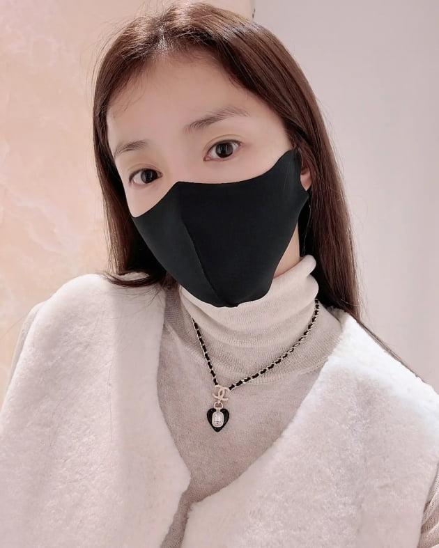 '외식사업가♥' 이시영, 95만원짜리 C사 신상 목걸이로 FW룩 완성 [TEN★]